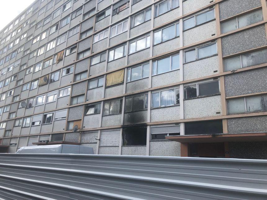 L'immeuble était devenu inhabitable en raison de la présence de rats, de câbles électriques dangereux et des dégâts causés par des incendies.