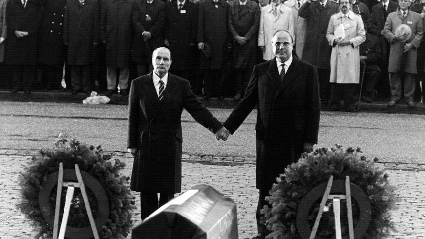 François Mitterrand et Helmut Kohl le 22 septembre 1984