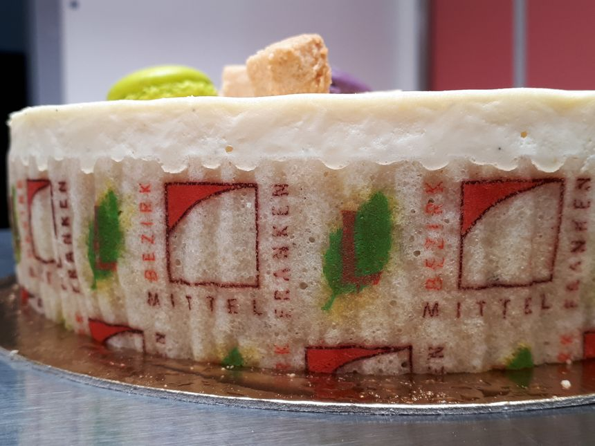 Les logos de la région allemande et de l'ancienne région Limousin orne le biscuit de la pâtisserie