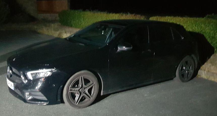 Le conducteur de 23 ans était au volant de cette Mercedes qui a été placée en fourrière - Aucun(e)