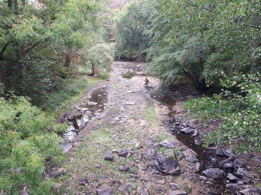 Ici coulait une riviere, la Tardes est à sec