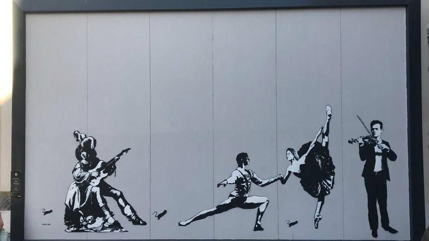 L'oeuvre finale de Blek Le Rat, des danseurs et des musiciens (et des rats), au 33 rue Vasselot à Rennes