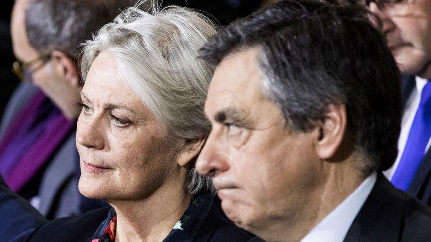 François Fillon et son épouse lors d'un meeting durant la campagne présidentielle, en janvier 2017