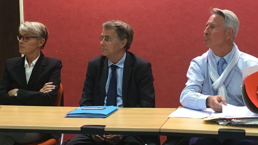 """Serge Grouard, entre Nathalie Kerrien et Florent Montillot lors de la conférence de presse inaugurale du groupe 'Les Orléanais"""""""