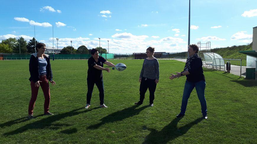 C'est à Saint-Apollinaire sur le stade Gilles Janin, que l'association RUBies propose ses entraînements de rugby à toucher.