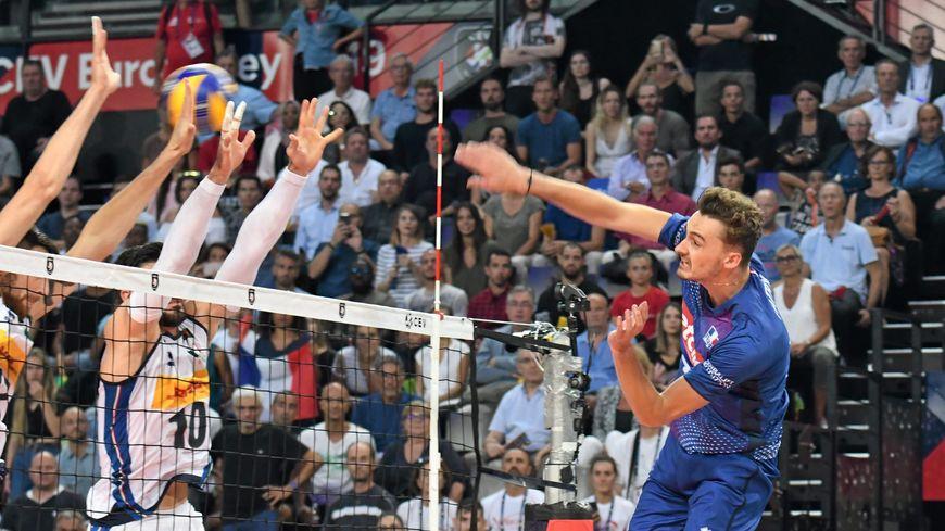 L'équipe de France de volley s'est imposée face à l'Italie, ce mercredi, dans une très grosse ambiance à Montpellier.