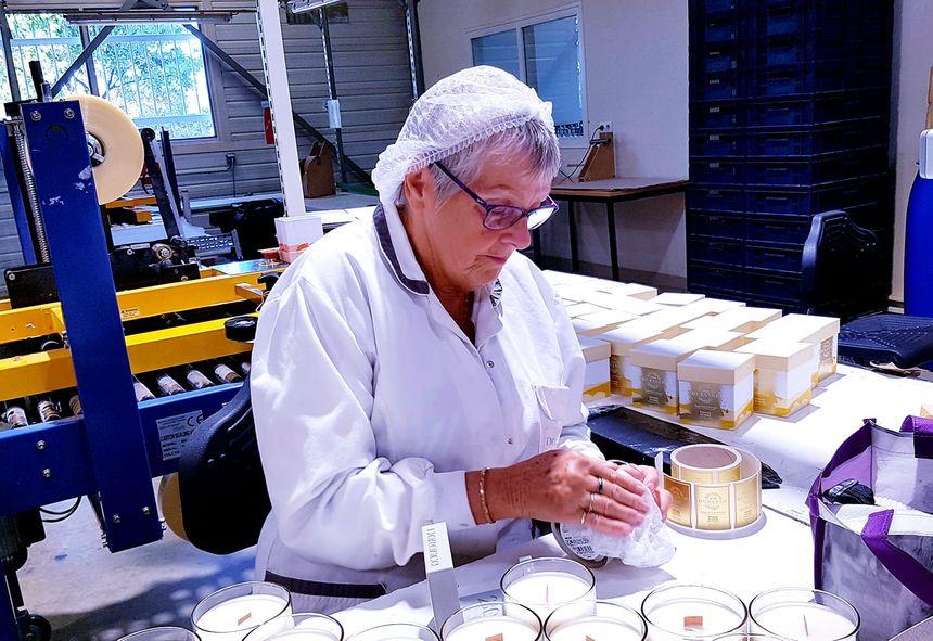 Travail à la main dans les ateliers de Grignan