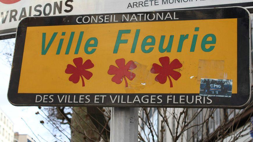 Six communes de Vaucluse peuvent afficher trois fleurs à l'entrée de la ville