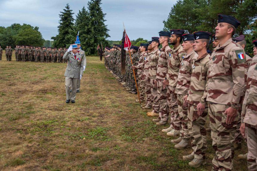 Cérémonie de départ ce matin au régiment d'Olivet