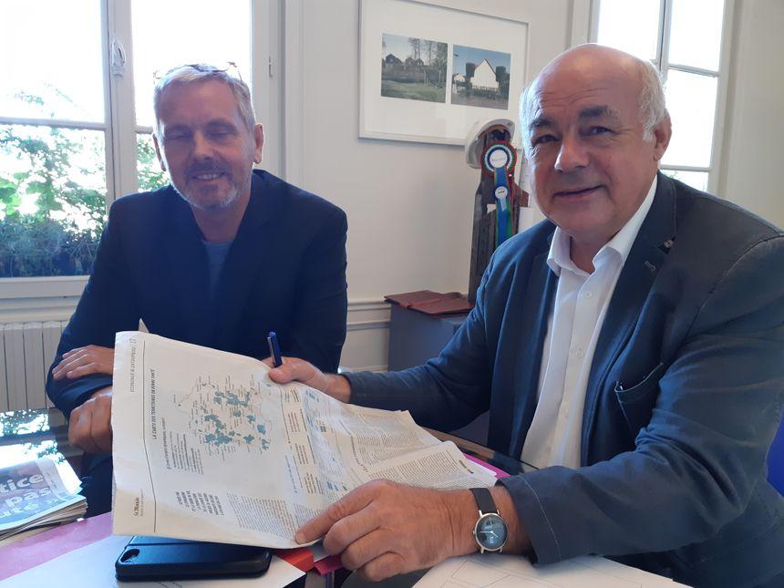 En compagnie de Pascal Gouix, Michel Leroux, le maire de Pont-Audemer, Michel Leroux, savoure ces bons indicateurs économiques mais est conscient qu'il reste du pain sur la planche