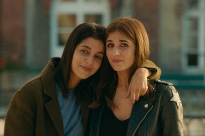 """L'actrice, scénariste et réalisatrice Géraldine Nakache et l'actrice Leïla Bekhti pour le film """"J'irai où tu iras""""."""