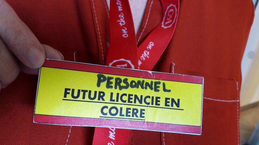 Des badges pour alerter les clients du magasin