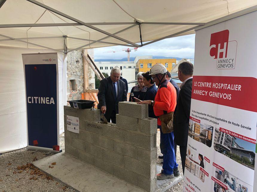 Pose officielle de la première pierre du futur bâtiment de l'Ifsi d'Annecy ce lundi 30 septembre.
