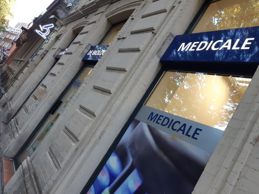Les laboratoires de biologie médicale font travailler 48.000 personnes en France.