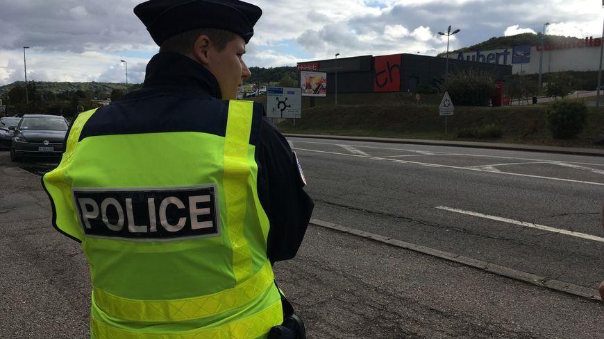 La CRS autoroutière effectuait un contrôle routier cette après-midi aux alentours du rond-point de Frouard.