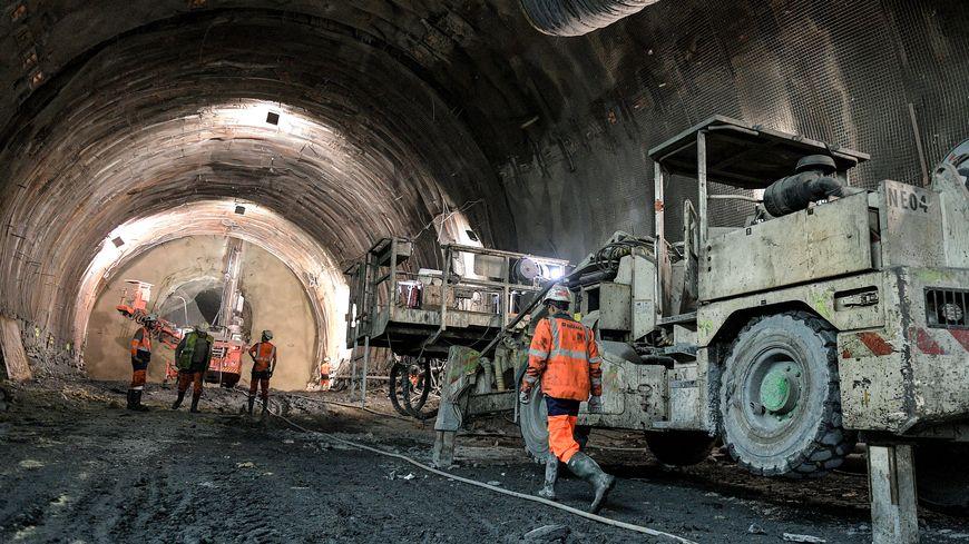 Ouvriers sur le chantier de Saint-Martin-la-Porte en juin 2019
