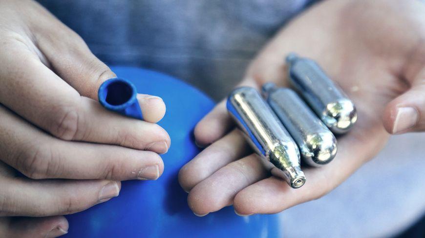 Trop de cartouches trouvées dans les rues de Lattes, le maire a pris un arrêté interdisant la vente de protoxyde d'azote aux mineurs (illustration)