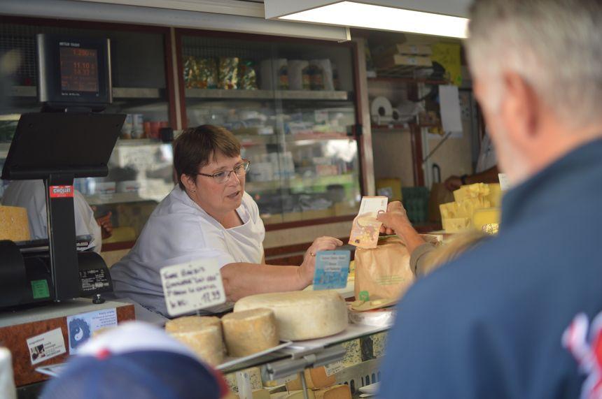 """Au marché de Montbrison, le """"plus beau marché de France""""."""