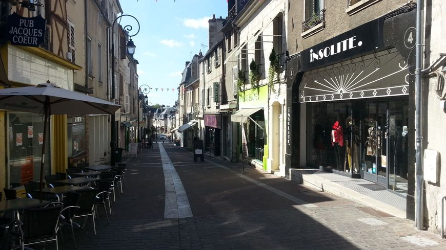 Les commerces de Bourges retrouvent des couleurs.