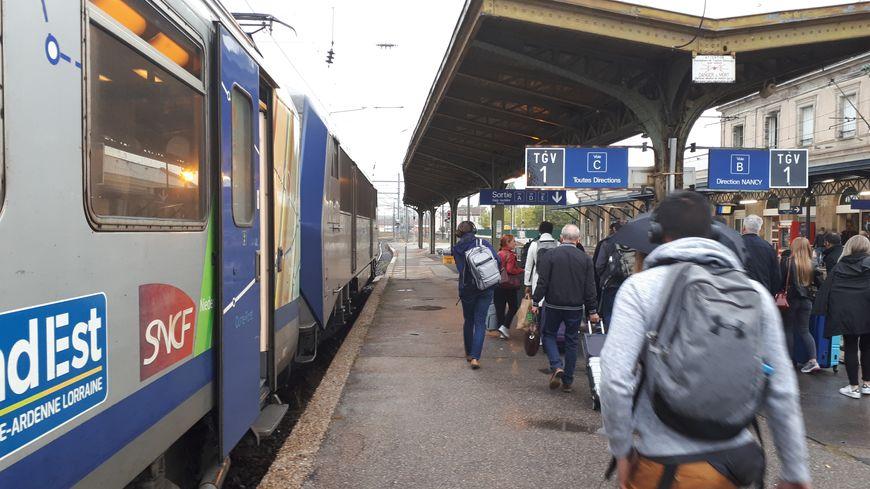 Des voyageurs obligés de descendre en gare de Lunéville