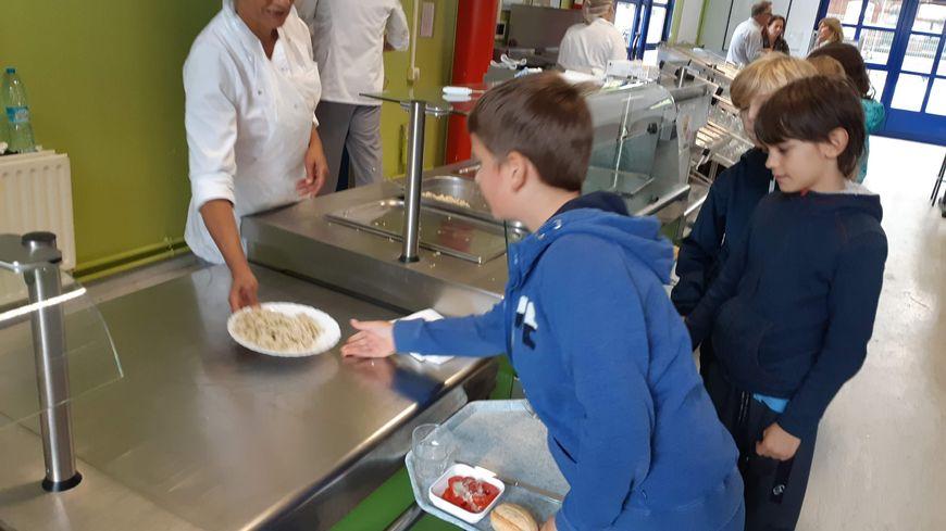 Deux jours sur quatre, le menu est végétarien pour les 8000 enfants qui mangent à la cantine. Ici, à l'école Bara-Cabanis, à Lille-Fives.
