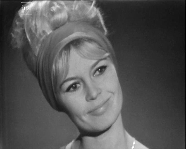 Brigitte Bardot dans Cinq colonnes à la une le 5 janvier 1962