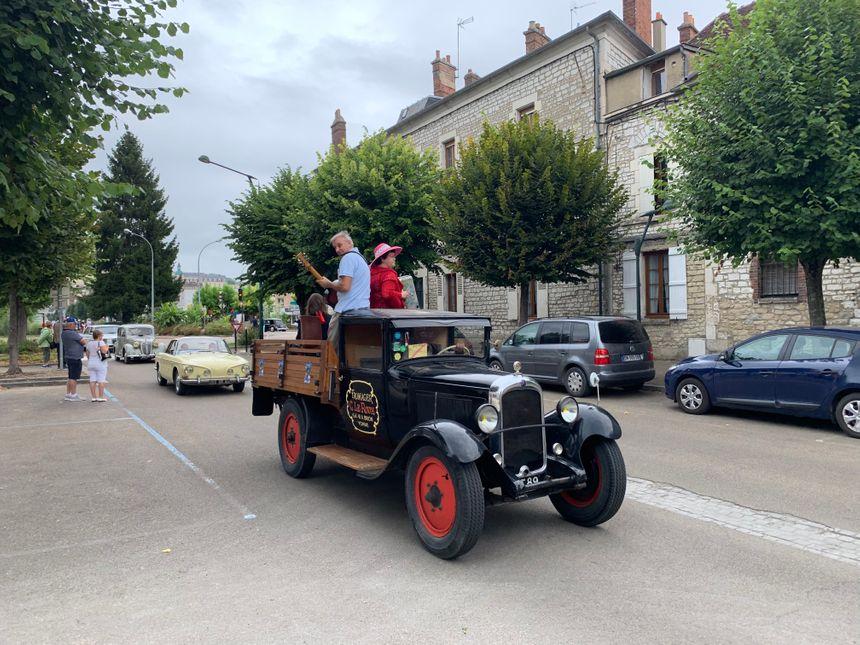 Les voitures ont défilé dans les rues de Joigny à partir de ce dimanche 1er septembre.