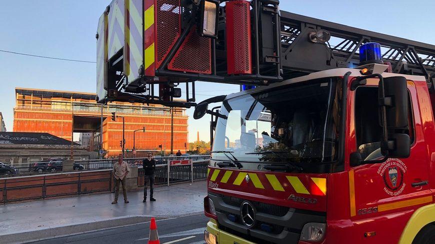 Le camion-échelle des pompiers