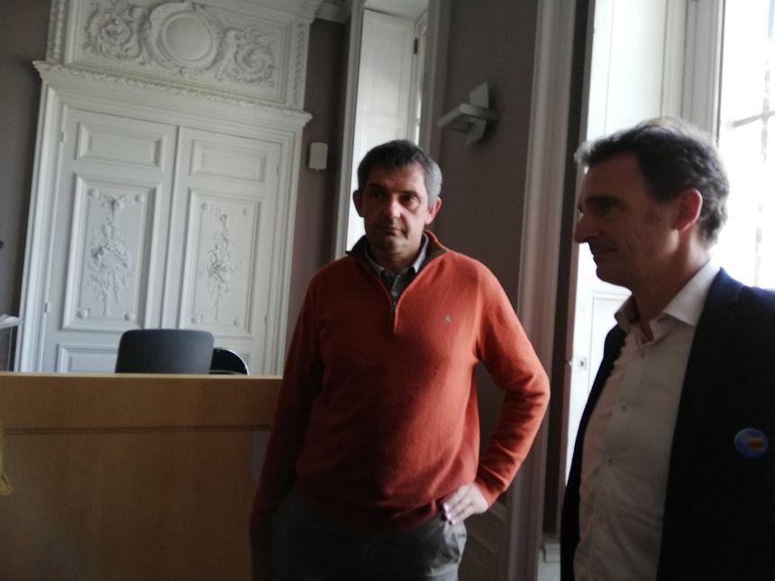 Eric Piolle, le maire écologiste de Grenoble (à droite sur la photo) venu soutenir le maire de Saou au tribunal administratif
