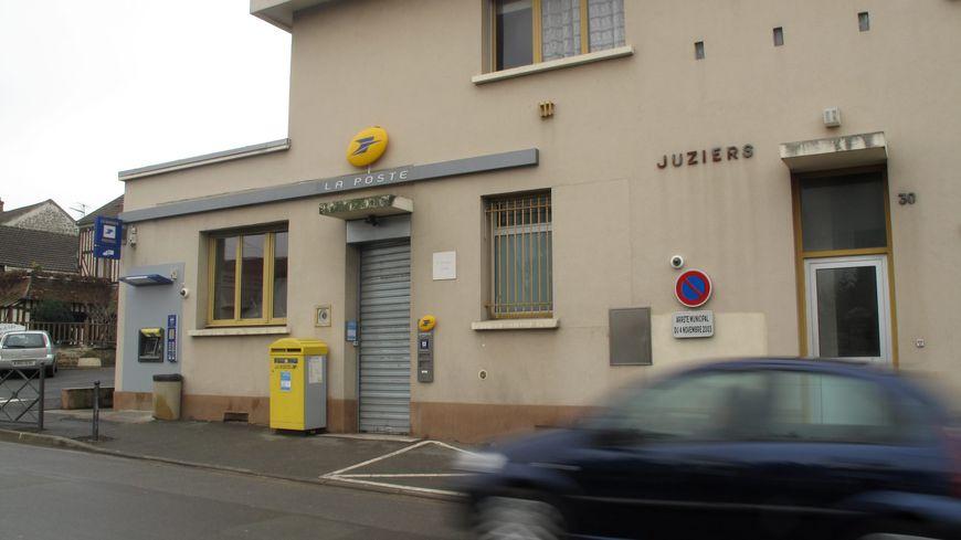 La rue de La Poste à Juziers s'appellera désormais rue Jeannine Vins