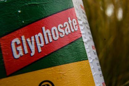 Bouteille de désherbant contenant du glyphosate (photo Lille septembre 2019)