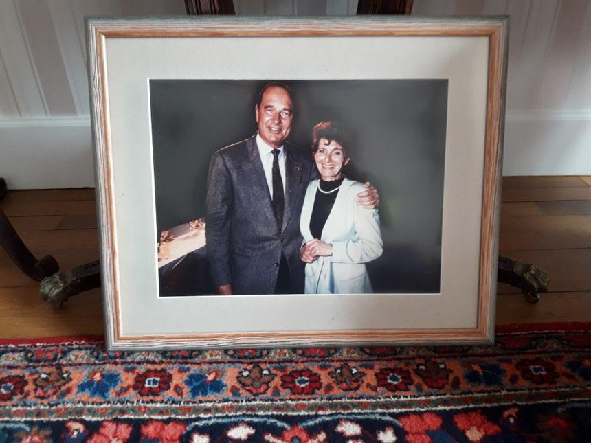 """Annick Courtat et Jacques Chirac le 19 juin 1991, lors d'une réunion du RPR où l'ancien président a prononcé sa phrase très polémique sur """"le bruit et l'odeur"""""""
