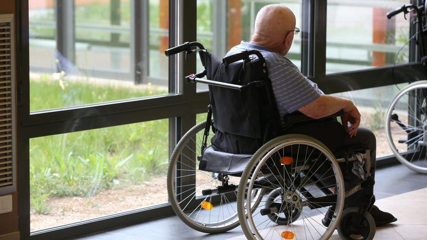"""Les familles des résidents de l'EHPAD Les Albizzias à Dax estiment que les personnes âgées sont """"maltraitées"""""""