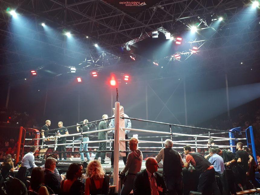 Ambiance des grands soirs à la H' Arena pour le retour de la boxe à Nantes.