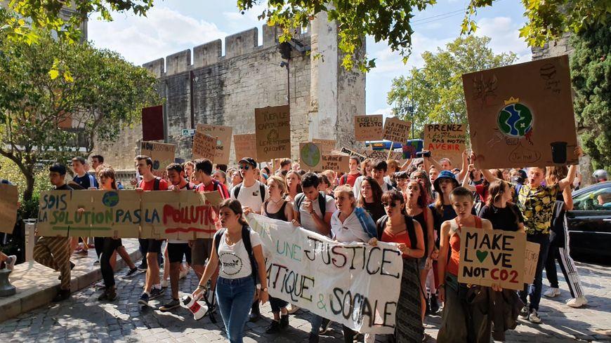 Ils étaient plus de 500 élèves dans le cortège. La marche a duré deux heures.