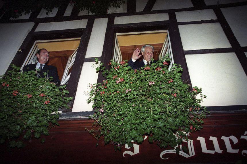 """Jacques Chirac, avec Boris Eltsine, l'ancien président russe, au restaurant """"Chez Yvonne"""", où il avait ses habitudes"""