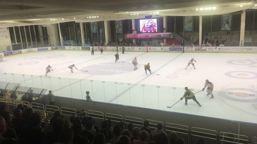 La patinoire Jean Bouin été bien garnie pour affronter Grenoble