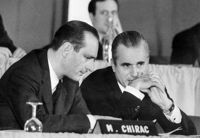 Jacques Chirac et Jacques Chaban-Delmas, en 1974, lors d'une réunion publique de l'UDR.