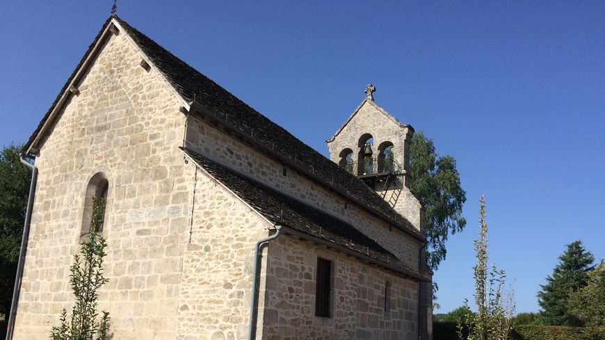 L'église de Saint-Bonnet-les-Tours-de-Merle avec dans son clocher sa cloche muette depuis un an