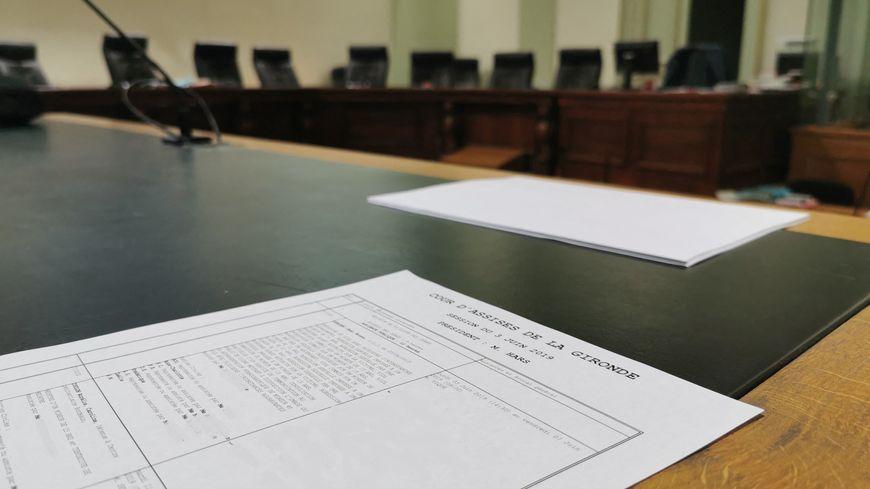 Benjamin Burel condamné à la réclusion criminelle à perpétuité pour le meurtre de sa compagne et de leurs deux enfants