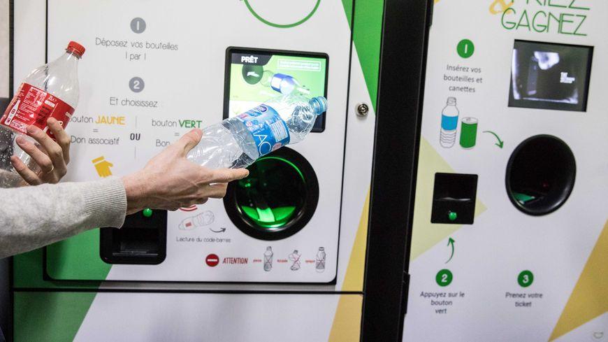 Le projet de loi relatif à la lutte contre le gaspillage et à l'économie circulaire contient une mesure phare: une consigne sur les bouteilles en plastique.