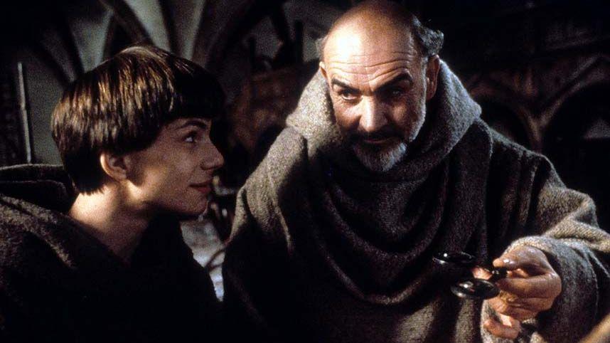 Sean Connery et Christian Slater dans le film « Le nom de la Roses »