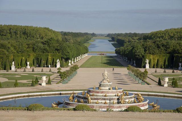 Dans les jardins du château de Versailles et son bassin de latone