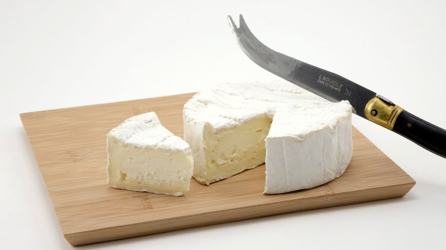 Les éleveurs bretons pourraient produire du lait pour faire du camembert de Normandie AOP