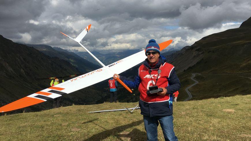 Pierre Rondel et son planeur radio-commandé