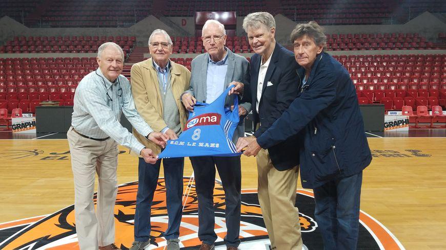 Les légendes du club manceau se réunissent pour le baptême de la salle. De gauche à droite : Loyd King, Jean-Pierre Goisbault, Christian Baltzer, Art Kenney et Michel Audureau.