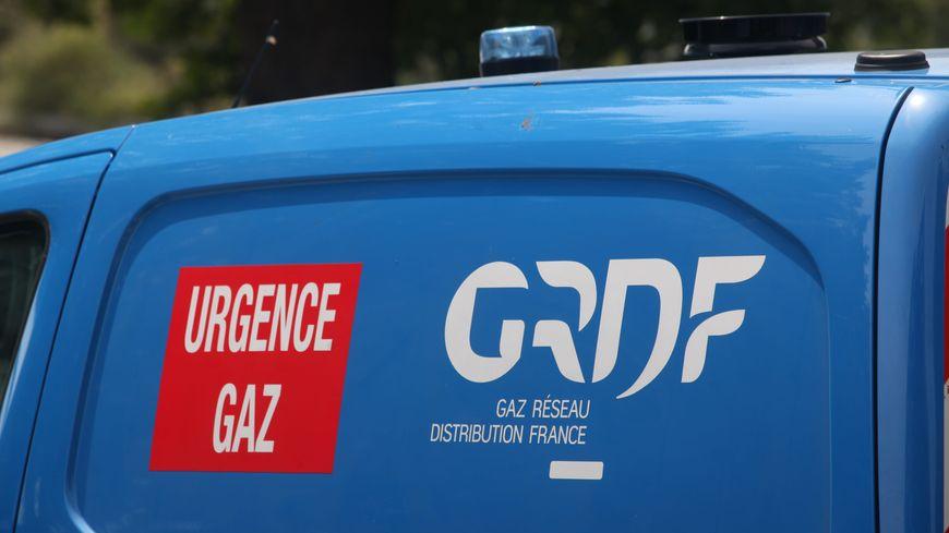 Les agents de GRDF sont en train d'intervenir dans le centre-ville de Nogaro (Gers)