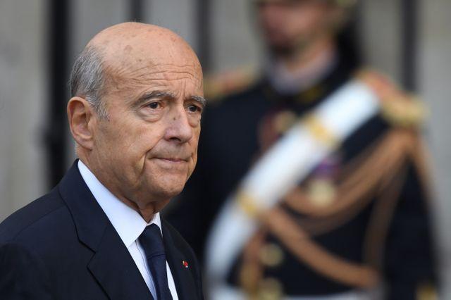 Alain Juppé, ancien Premier ministre de Jacques Chirac, arrive à l'église Saint-Sulpice, ce lundi 30 septembre.