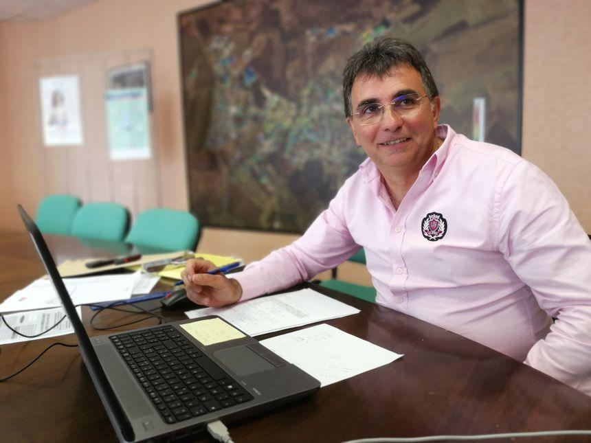 Jean-Philippe Baud est agent du trésor, il assure la permanence fiscale de Mirebeau-sur-Bèze