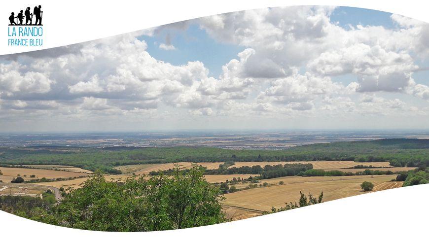 En randonnée sur les hauteurs de Corcelles-les-Monts